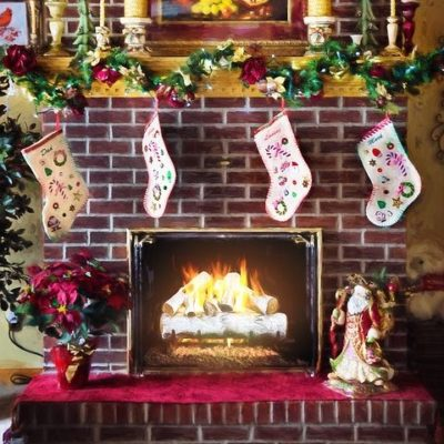 Holiday Mantel Decor that We Love