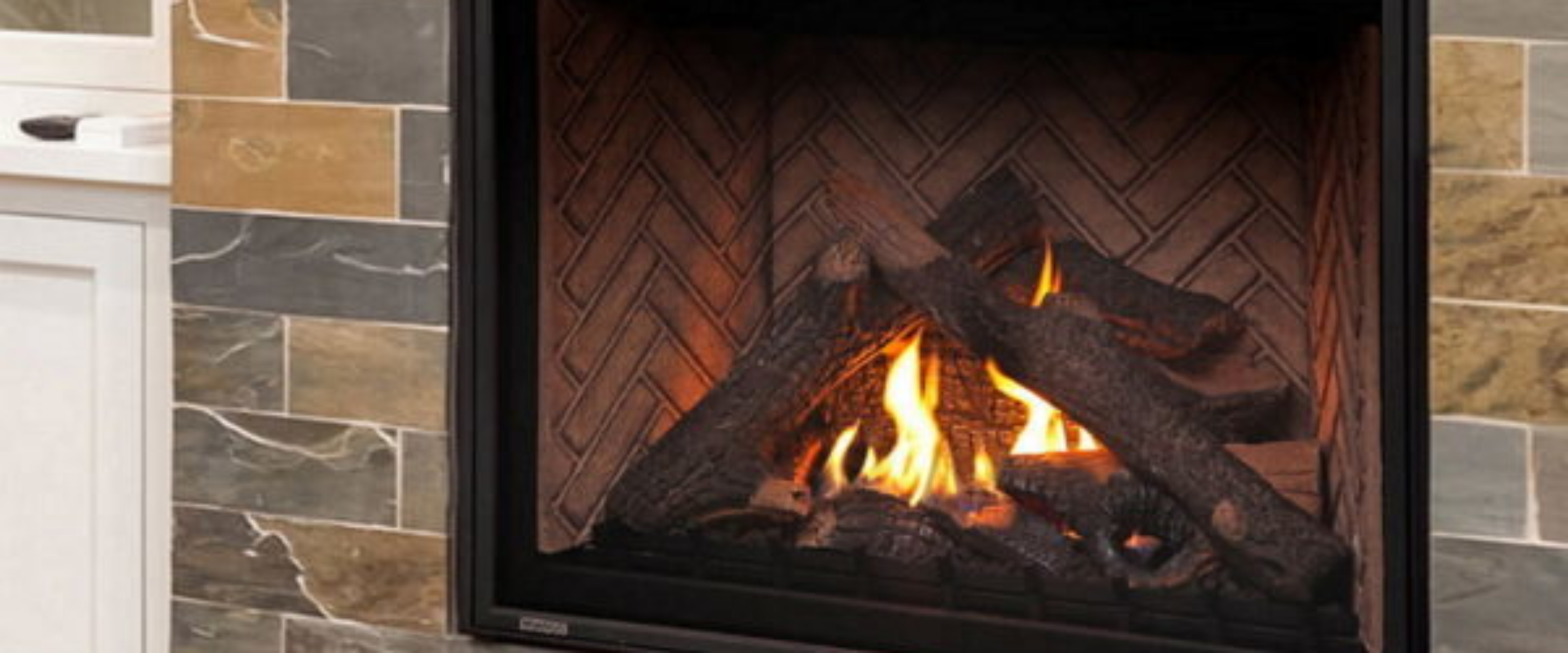 Montigo_HW42DF_Gas_Fireplace_Brick_Liner-600×352
